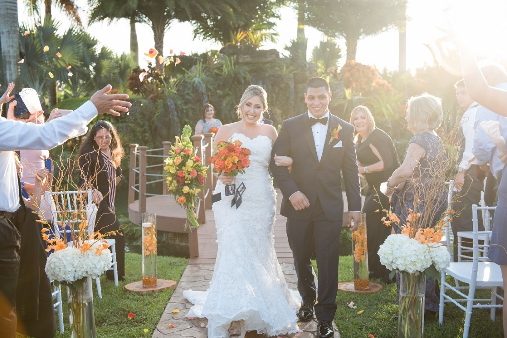 A Lovebird Inspired Outdoor Wedding At Longan S Place In Miami Florida